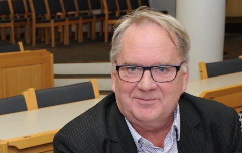 ERFAREN POLITIKER: Erland Vestli har tilbragt mange timer i denne salen og ellers på rådhuset i Nittedal.