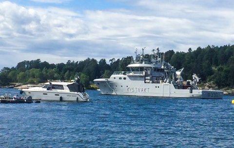 BESØK: Fartøyet lå i gjestehavna i Sonskilen søndag.