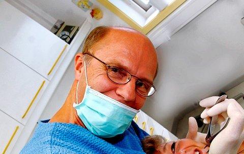 FEIL: Tannlege Hans-Bertil Lundin havnet feilaktig på fem på topp-listen over de dyreste tannlegene i Vestfold. Hans pris for middels stor fylling er kr. 1.299, ikke 1.457.