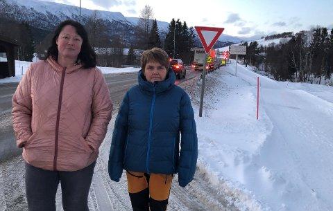 GJØR SOM FØR: Når det gjelder vintervedlikeholdet av riksveg 3 er Anne Grete Rønning og Mona Løkkebakken Hylens oppfordring klar: - La oss få tilsvarende bra vedlikehold av vegen som vi hadde før.