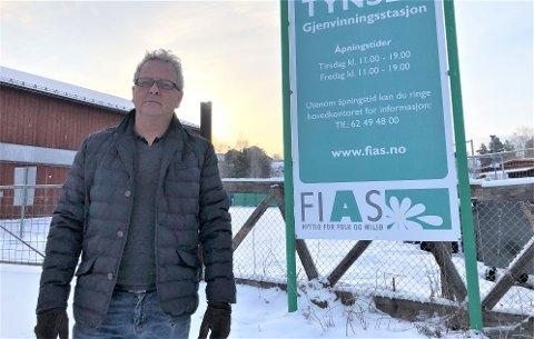 PRISSJOKK: Da Jan Erik Larsen, denne gang som næringskunde, skulle levere papir og papp til gjenvinningsstasjonen til Fias på Tynset fikk han det han beskriver som prissjokk.