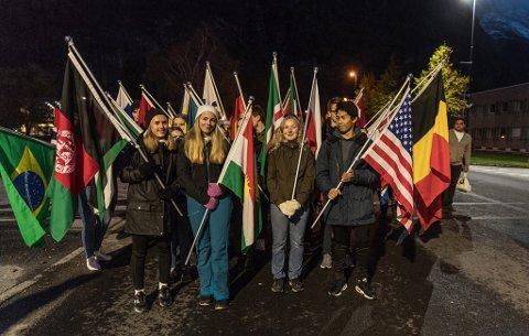Avgangselevene gikk i flaggborg.