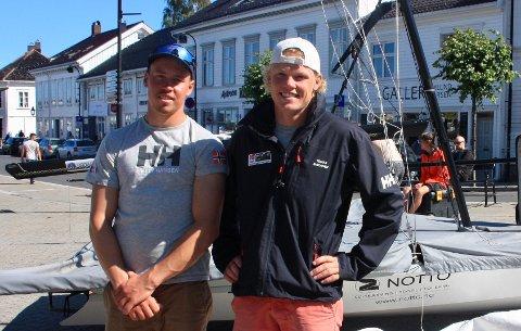 KLATRET: Mads (t.v.) og Tomas Mathisen avanserte fra sjuende til sjetteplass på fjerde VM-dag.