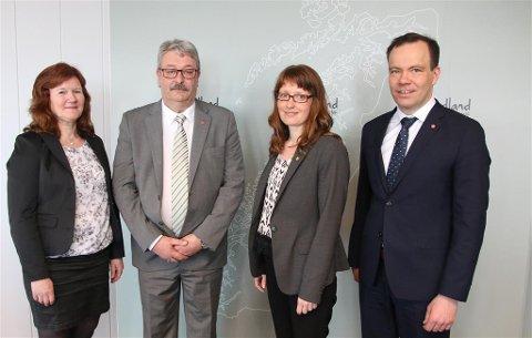 FylkesrådslederTomas Norvoll (til høyre) få to nye fylkesråder - Ingeling Noresjø og Knut Petter Torbergsen, mens Grete Bang (til venstre blir fylkesråd for utdanning etter Oddleif Olavsen.