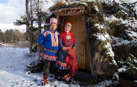 Hedret med pris: Ekteparet Per Ole Oskal og Nina Oskal har gjort seg bemerket det siste året. De opplever økende interesse for deres produkter og et økende kundegrunnlag.