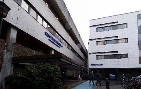 I oktober truet en pasient to helsearbeidere med kniv ved medisinsk avdeling i Sentralblokken.