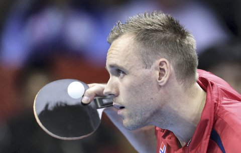Bordtennisspiller Tommy Urhaug har startet med to seiere i årets VM for funksjonshemmede. Han spiller kvartfinale fredag kveld. (Arkivfoto: NTB scanpix)