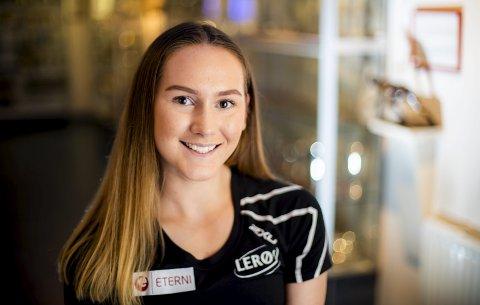 Julie Samsonsen har det for første gang svart på hvitt at hun er best i Norge på 500 meter. NM-gullet lørdag var hennes første individuelle medalje i seniorsammenheng.