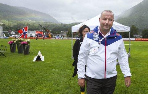 Det har blitt mange telefoner for friidrettspresident Ketil Tømmernes om NM på Fana stadion etter de siste dagers smittetall i Bergen.