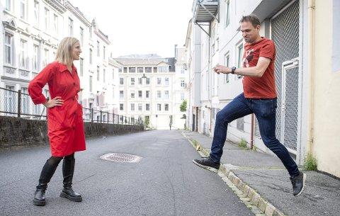 SPRANGET:  Bjørn Tore Olsen tok det store spranget fra Frp til Rødt. – Jeg har erfart at Rødt ikke firer på kravene når det gjelder, sier han. Førstekandidat Sofie Marhaug tar vel i mot ham. FOTO: ANDERS KJØLEN