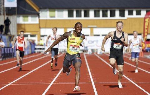 Salum Ageze Kashafali lover show på Fana stadion under Trond Mohn Games. Her løper han inn til gull i paraklasen i NM i helgen, og det er også para han prioriterer lørdag.