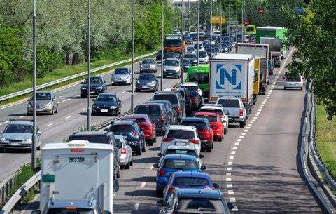 TRAFIKK: Alt tyder på at det blir mye biler på veiene førstkommende fredag.