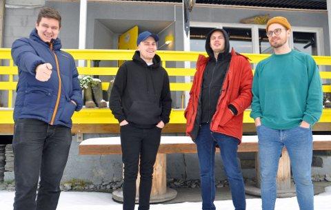 I SNØEN: Simen L. Fosse, Simon Stenvoll Pedersen, Rikart L. Jensen og Eirik Hansen har en langhelg i Honningsvåg.
