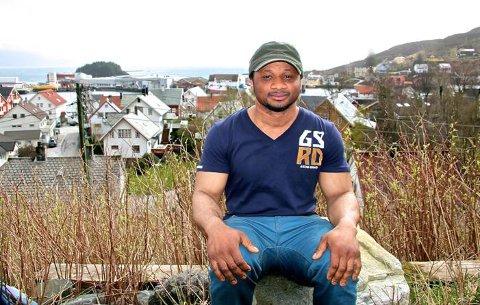 Omar Bah (25) frå Sierra Leone kan bli sendt ut avNorge trass i at han har omsorgsansvar for son sin på fire år. Foto: Kjell Aga Ulvestad