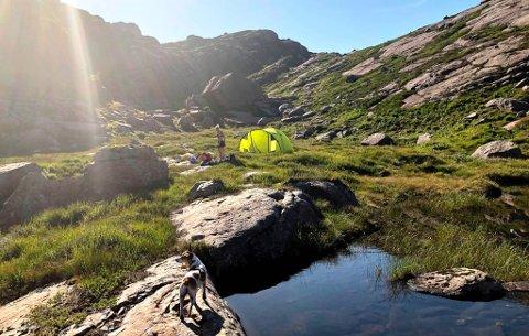 CAMPE HER? Ja, det kan du. I norsk utmark kan du liggje to døgn i telt på same stad, utan særskilt løyve frå den som eig grunnen.
