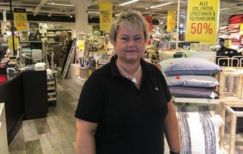 TRAVEL DAME: Anne Grete Vatne frå Bygstad er ei traveld dame. Ho har to jobbar og pussar opp hus i sommar.