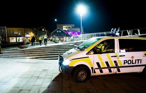 Politi, uteliv, kveld, fest, bråk, fyll,