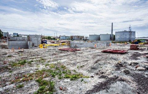 Føste byggetrinn i gang: Fabrikken på Øra skal etter den oppdaterte planen levere ferdig laks i 2019. (Foto: Geir A. Carlsson)
