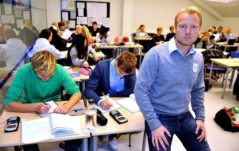 Wang Ung, med rektor Petter Wilhelmsen på bildet, er blant privatskolene Jan Christian Häckert er kritisk til: – Et av de mest mislykkede forsøkene i norsk skole var å skille ut idrettsungdommen i egne klasser. De som var der (eller som er på Wang i dag), vare såre fornøyd, men resten følte seg som «røkla». Greit? Nei, overhodet ikke. (arkivfoto)