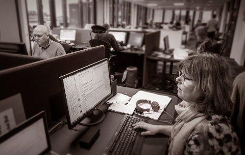 Nye lokaler: Marianne Holøien (foran), Øivind Lågbu og resten av FB-redaksjonen flyttet inn i nye lokaler i 2017, men fortsatt er vi å finne på Stortorvet. En opptelling viser at FB publiserte totalt 13.573 artikler i fjor.