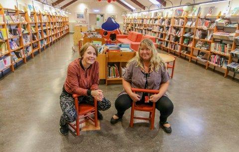 Den litterære høsten: Hanne Utne (til venstre) og Kirsti Knutsen mener de har en spennende høstmeny på biblioteket.