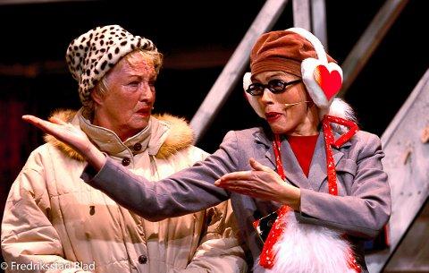 Champagnekvartetten har première på førjulsrevyen «Cityfjols til fjells» på Hotel City. Vivi Haug og Talina Hansen. Foto: Trond Thorvaldsen, 11.11.2005