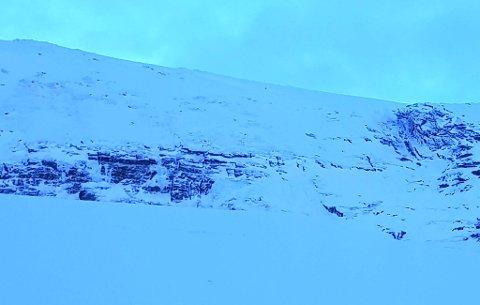 SKREDTERRENG: Her, i dalen Kårsavagge, gikk det snøskred søndag. Det svenske statlige forvaltningsorganet Naturvårdsverket oppfordrer alle om å holde avstand til skredfarlig terreng.