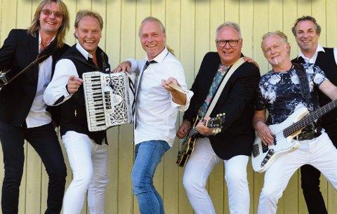 """Ingemars prøver seg med """"sittende"""" konsertturné i november og desember. Nylig ga de ut albumet Rekti venner. Frontfigur Terje Ingmar Larsson nummer tre fra høyre."""