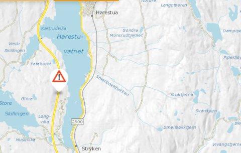 AV VEGEN: Bilen har ifølge Statens vegvesen kjørt av i Stryken vegkryss - Harestukrysset.
