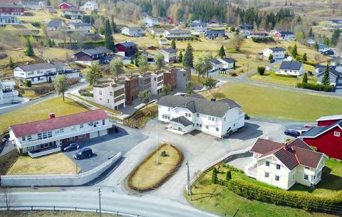 DELTE MENINGER: Det planlagte rekkehuset med sju leiligheter.