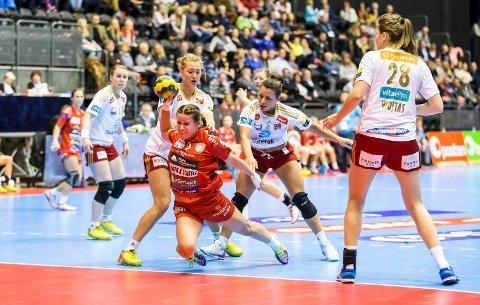 Martine Moen, her i aksjon i cupfinalen mot Larvik, forlater HK Halden etter sesongen.