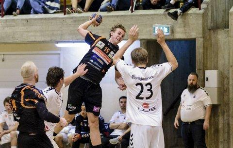 SOM EN KATAPULT: Kristian Stranden hamret inn fem scoringer, og viste seg fram for sitt nye hjemmepublikum da Falk ble slått 28–26 i Remmenhallen søndag kveld.