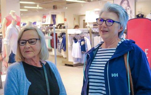 NEI: Tove Tønnesen og Hilde Grimsrud er mot regionreformen. - Jeg er født i Østfold og vil dø i Østfold, sier Tove Tønnesen.