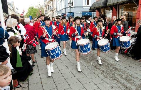 KORPS: Du får låne uniform og instrument gratis hos begge skolekorpsene i Halden. Arkiv.