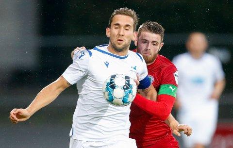 EUROPA: Benjamin Tiedemann og FKH vant ganske enkelt mot Rory Donnelly (t.h.) og Cliftonville i 1. kvalifiseringsrunde til Europaligaen. Nå venter tøffere motstand.