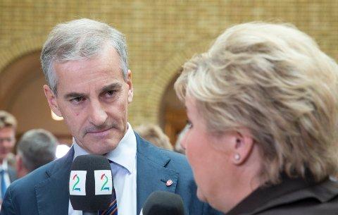 BEKYMRET: Loppaværing Nann Jovold-Evenmo tror ikke på valgløftene til politikerne. Her representert ved Ap-leder Jonas Gahr Støre og statsminister Erna Solberg (H).
