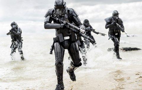 ROGUE ONE: Den nye Star Wars-filmen har hatt premiere i Los Angeles, og flere av filmanmelderne er svært begeistret. Foto: Jonathan Olley (Lucasfilm)