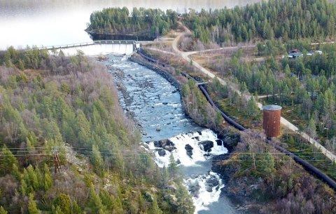 TAPER PENGER: Skatteinntektene fra vannkraft kan bli sendt til staten for videre fordeling, i stedet for rett til kommunene: Illustrasjonsbilde av Kraftstasjonen på Gaggavann i Porsanger.