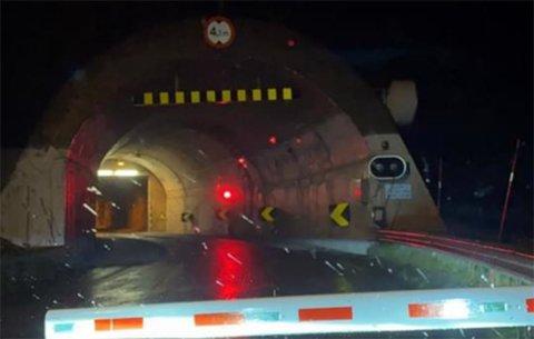 Stengt tunnel/arkivfoto