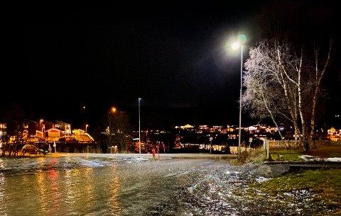 GLATT: Meteorologene advarte mot glatte veier. Onsdag begynte det å regne i Harstad og regionen ellers.