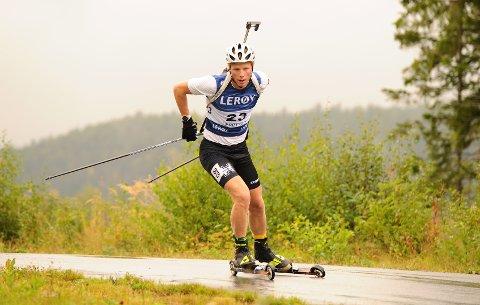 I RUTE: Einar Hedegart gjorde en flott figur da juniorenes norgescup i skiskyting på rulleski ble innledet. Første og annenplass ble det på 20-åringen
