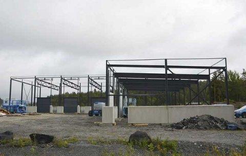 Politiet pågrep åtte utenlandske arbeidere da de arbeidet med stålreisverket på dette framtidige næringsbygget på Dalane.
