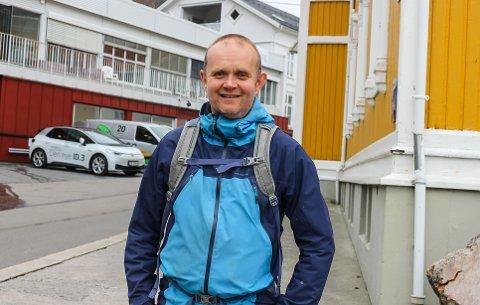 ALLTID POSITIV: Svein Egil Storsveen forteller at det faller ham naturlig inn å ha en positiv innstilling. Han er en kjent gledespreder både i bybildet og i idretten.