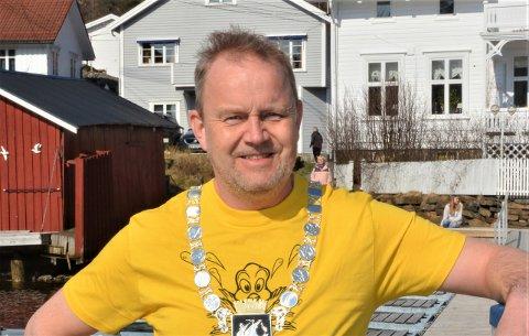 FULLMAKT: Ordfører Grunde Wegar Knudsen har benyttet sommerfullmakten kun én gang i sommer. Her fra en tidligere anledning hvor han tok påskebadet i Kil.