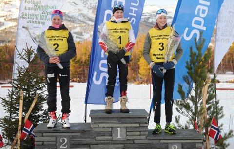 PÅ ANDRE: Guro Femsteinevik fekk stå på det nest øvste trinnet på si-gerspallen etter at ho hadde sikra seg sølv i Hovudlandsrennet.