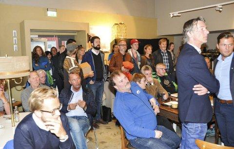 Fullt hus: Det var tirsdag tidvis trangt inne på kafeen Sans og samling på Leknes.