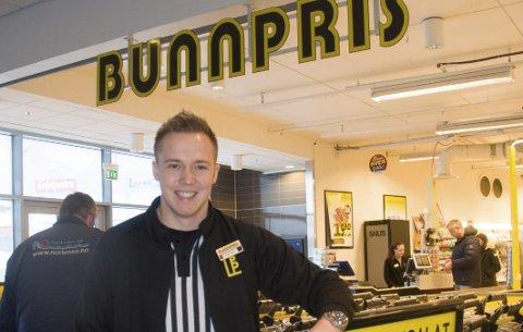 Overskudd: Petter Karlsen overtok Bunnpris på Ramberg i fjor. Første driftsåret ga 1,1 millioner kroner i overskudd. Foto: Kai Nikolaisen