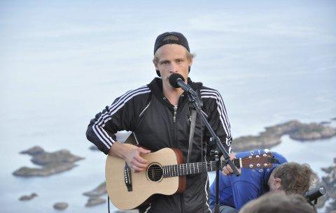 Tradisjonen tro: Sondre Justad arrangerer konsert på Festvågtinden for femte gang mandag 24. juli. Foto: arkiv