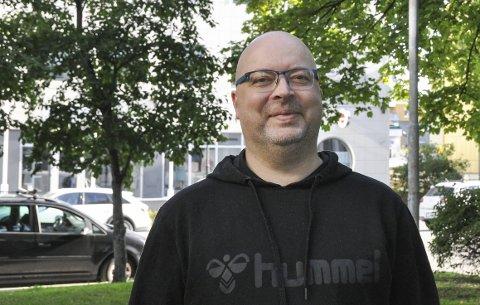 Ny daglig leder: Roger Olsen fra Målselv er ny daglig leder ved Vågan Frivilligsentral. Han startet i forrige uke, og trives godt så langt.  Foto: Synne Mauseth