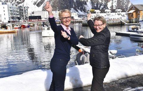 Fore!: Annie Steffensen og Frid Løkken ønsker seg flere spillere på golfbanen på Gimsøy som fyller 20 år i 2018.Foto: Kristian ROTHLI